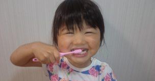 歯磨きでポーズ